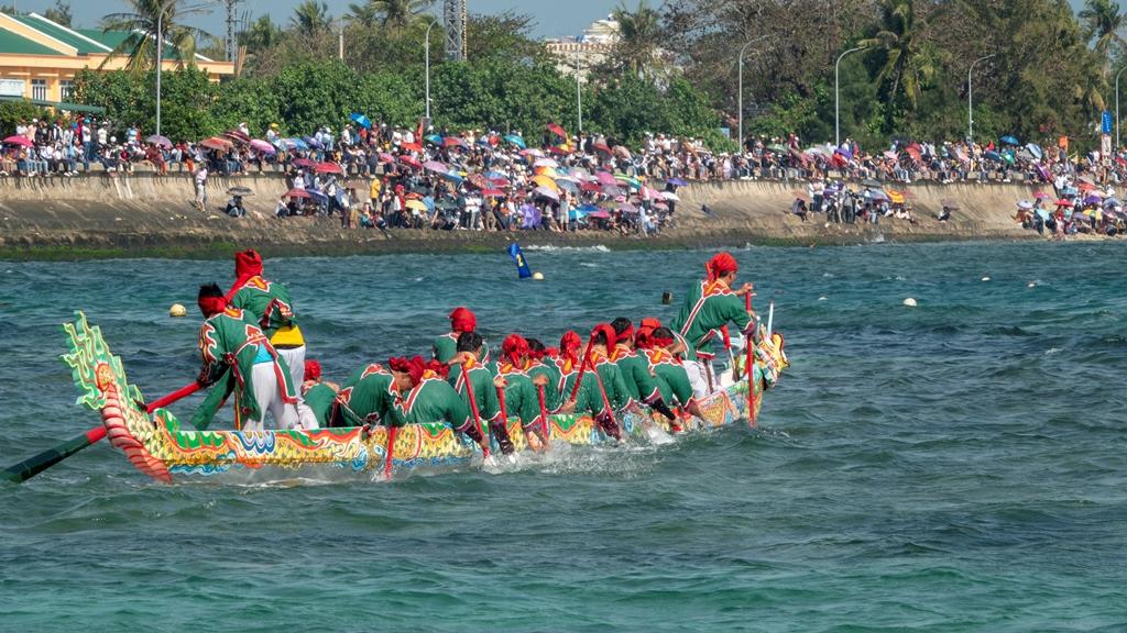 lễ hội đua thuyền tứ linh ở lý sơn